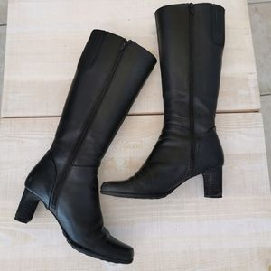 Solemate 9 black boots with heels